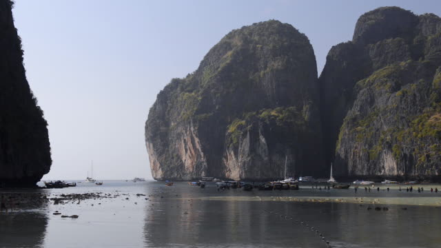 maha bay, koh phi phi le, thailand - phi phi le stock videos & royalty-free footage