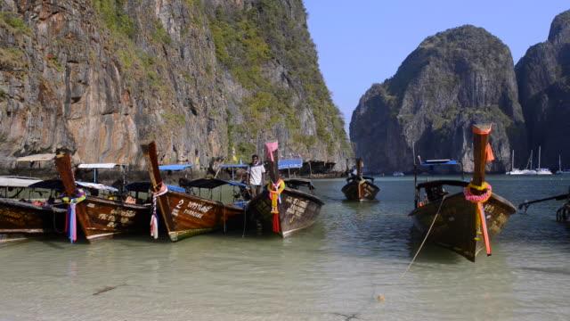 maha bay, koh phi phi le, thailand - クラビ県点の映像素材/bロール