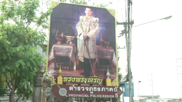 maha vajiralongkorn bodindradebayavarangkun the new king of thailand is on a large billboard outside a police station in chiang mai - king of thailand stock videos and b-roll footage