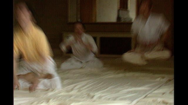 maharishi mahesh yogi dies 2841997 westminster members of the natural law party practising yogic flying - maharishi mahesh yogi stock videos & royalty-free footage