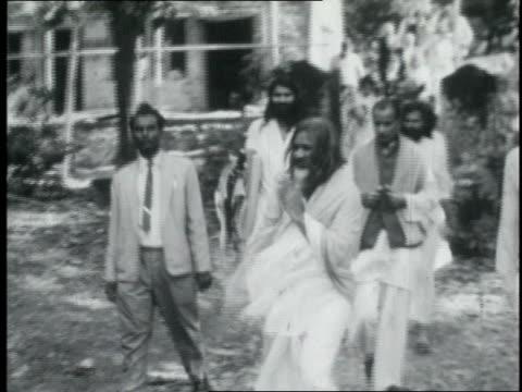 maharishi mahesh yogi walking out to meet the beatles / india - maharishi mahesh yogi stock videos & royalty-free footage
