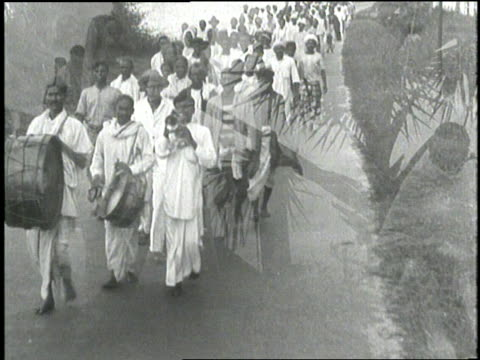 stockvideo's en b-roll-footage met mahatma gandhi carries a new message to the people of india. - mahatma gandhi