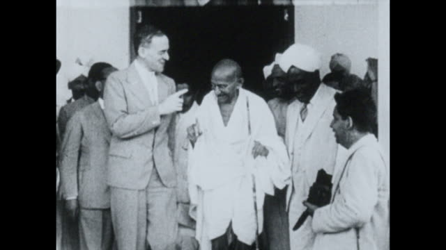 stockvideo's en b-roll-footage met mahatma gandhi meets sir stafford cripps during wwii. - mahatma gandhi