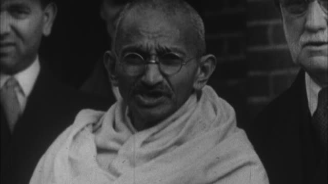 stockvideo's en b-roll-footage met mahatma gandhi talking about pleasant memories he will have about his stay with poor people of east london / india / audio - mahatma gandhi