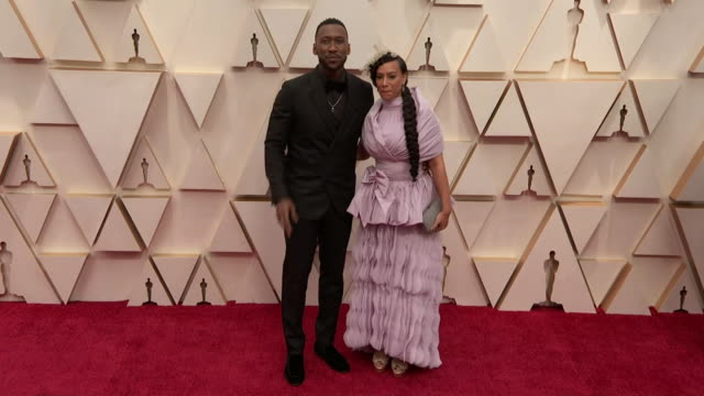 mahershala ali and amatus sami-karim walking the red carpet at the 92nd annual academy awards at the dolby theater in los angeles, california. - music or celebrities or fashion or film industry or film premiere or youth culture or novelty item or vacations 個影片檔及 b 捲影像