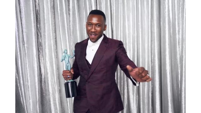 mahershala ali winner of outstanding performance by a male actor in a supporting role for 'green book' poses in the press room during the 25th annual... - best supporting actor stock videos & royalty-free footage