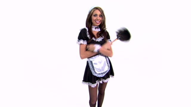 vídeos de stock, filmes e b-roll de maid shrugging - pano de pó