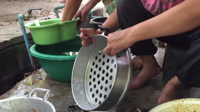 vidéos et rushes de bonne à laver la vaisselle - lave vaisselle