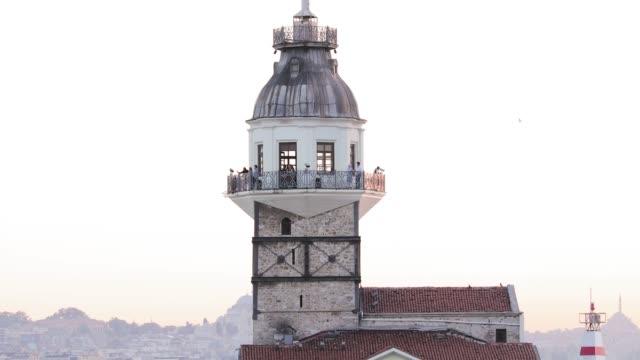 vídeos y material grabado en eventos de stock de torre de la doncella estambul turquía (torre de la muchacha) - small group of animals