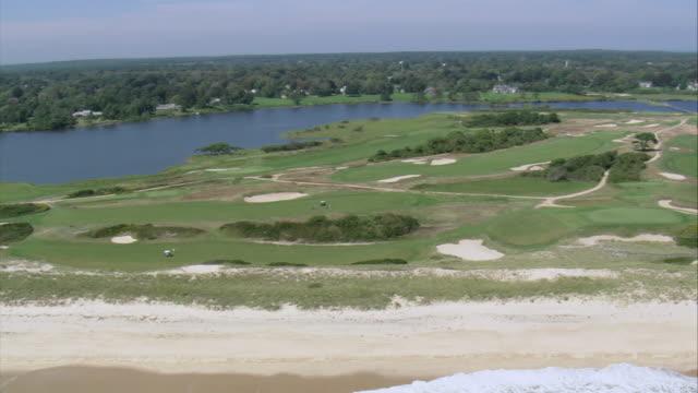 aerial maidstone golf club along the atlantic coastline / east hampton, new york, united states - 唯一点の映像素材/bロール