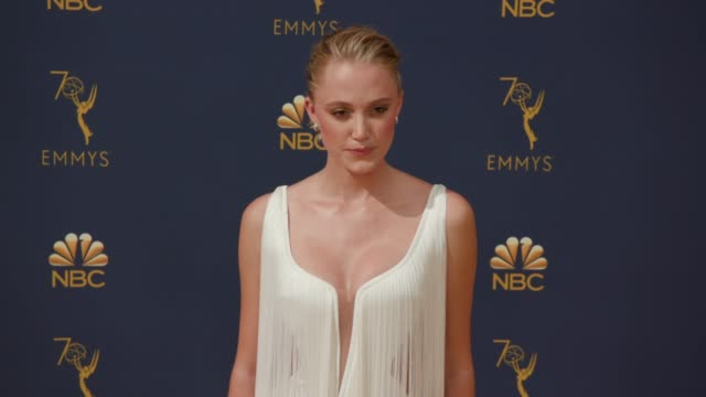 maika monroe at the 70th emmy awards arrivals at microsoft theater on september 17 2018 in los angeles california - emmy awards stock-videos und b-roll-filmmaterial