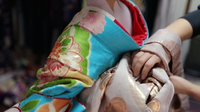 maiko apprentice geisha setting up kimono - kimono stock videos & royalty-free footage
