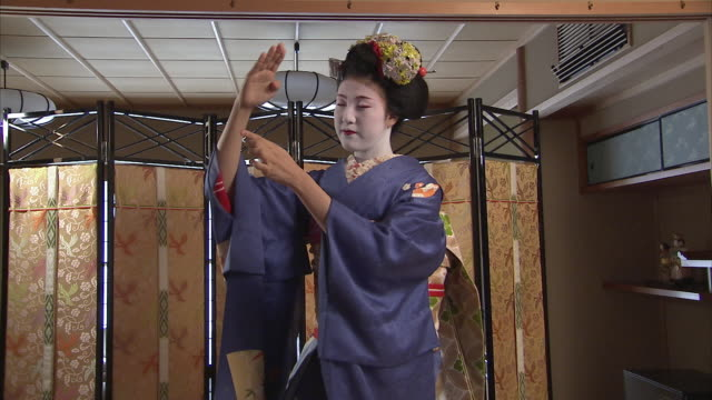 ms tu td maiko dancing, kyoto, japan - entertainment occupation stock videos and b-roll footage