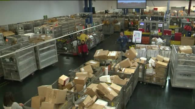 vidéos et rushes de kswb mail processing center in san diego - facteur