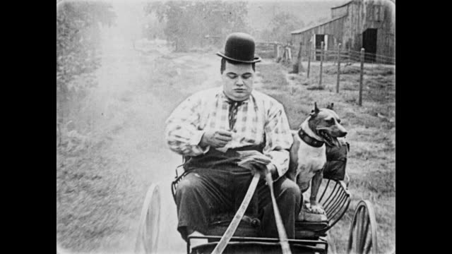 stockvideo's en b-roll-footage met 1919 mailman (fatty arbuckle) delivers mail - paardenkar
