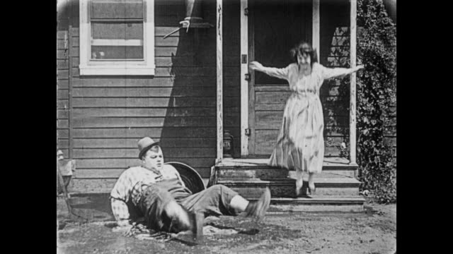 1919 mailman (fatty arbuckle) delivers postcard to pretty woman (molly malone) - 1910 1919 stock videos & royalty-free footage