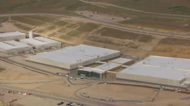 cu aerial zo main building at nsa utah data center and buildings / utah, united states - privatsphäre stock-videos und b-roll-filmmaterial