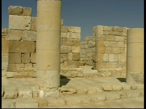 vídeos de stock e filmes b-roll de main church, beginning of christianity in nabataean city ovdat, israel - antiguidades