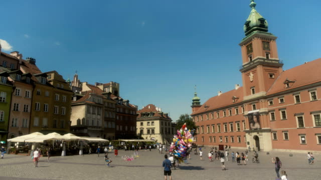stockvideo's en b-roll-footage met main city square old town warsaw poland - oude stad