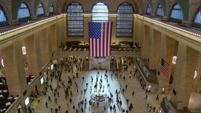 ws ha td main concourse at grand central station / new york city, new york, usa - fahrkartenschalter stock-videos und b-roll-filmmaterial