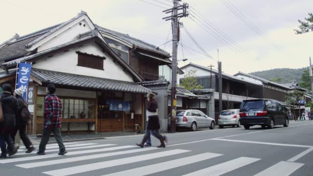 ws main road near nandaimon (great southern) gate of the todai-ji temple in nara late afternoon / nara, kansai, japan - nara prefecture stock videos and b-roll footage