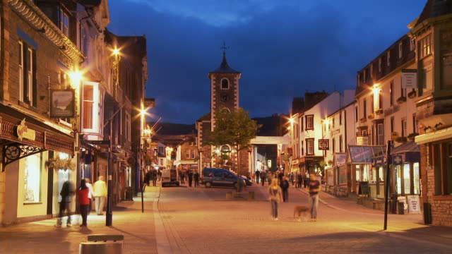 t/l, ws, main street and moot hall, dusk to night, keswick, cumbria, england - 30 seconds or greater stock videos & royalty-free footage