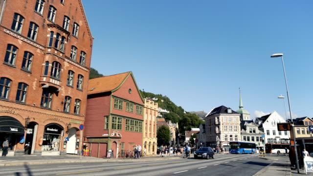 vídeos de stock e filmes b-roll de main street bergen norway - placa de nome de rua