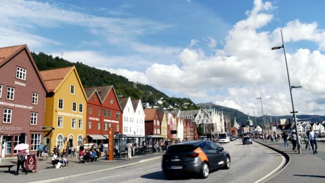 vídeos de stock e filmes b-roll de main street shopping in bergen norway - placa de nome de rua