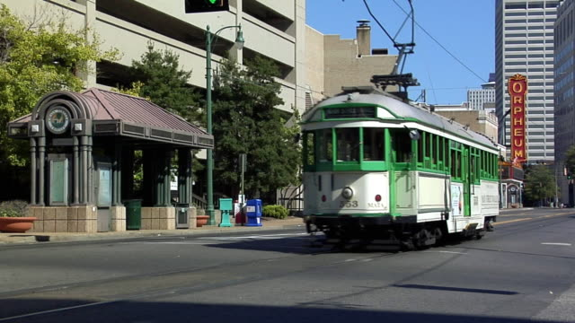 ms main street trolley, linden station, downtown memphis, tennessee, usa - memphis tennessee stock-videos und b-roll-filmmaterial