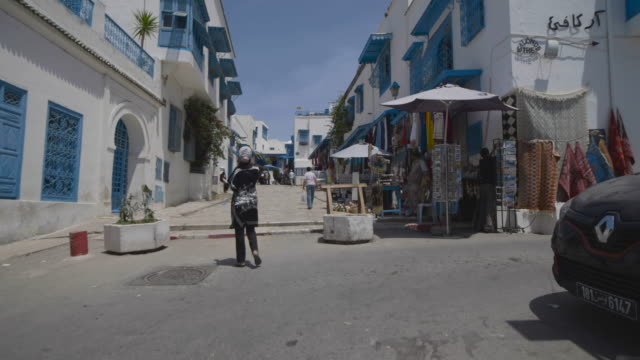 main street, tunis, mosque - tunisia video stock e b–roll