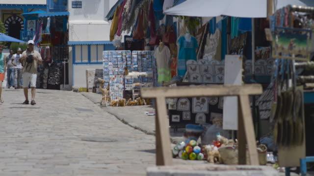 stockvideo's en b-roll-footage met main street, tunis, mosque - tunesië