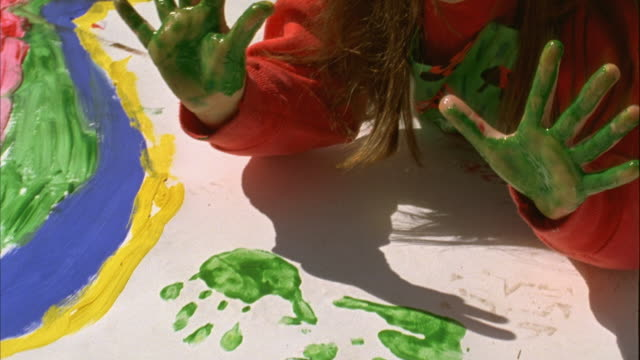 girls-and-finger-paint-video