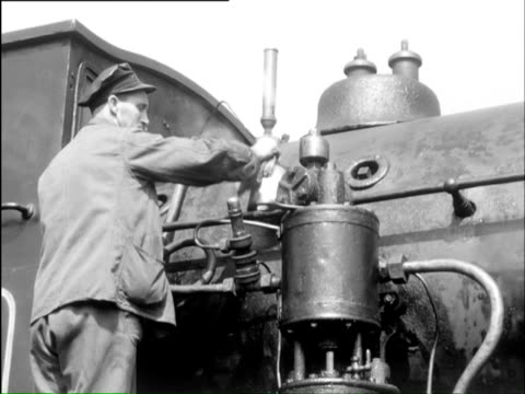 MS Maintenance on steam engine / Perth, Aviemore, Scotland