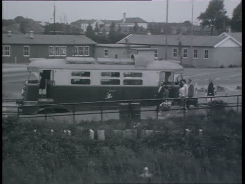 vidéos et rushes de maintennce on train, joining carriages, steam engines moving slowly at sheds with station master / derbyshire, england - 50 secondes et plus