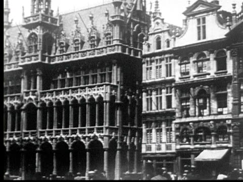 1925 b/w ms maison du roi, kings house, ornate medieval building / brussels, belgium - anno 1925 video stock e b–roll