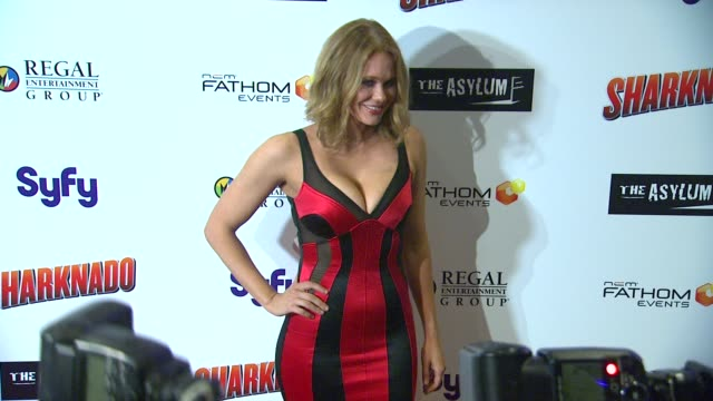 vídeos de stock, filmes e b-roll de maitland ward at sharknado los angeles premiere on 8/2/2013 in los angeles ca - maitland ward