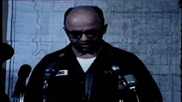 vídeos y material grabado en eventos de stock de maj. joseph vecchio of the national guard requests illinois governor samuel shapiro send 5,000 troops to chicago to suppress riots after martin... - 1968