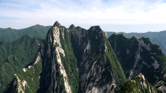 majestätische landschaft des mt. hua - unesco welterbestätte stock-videos und b-roll-filmmaterial