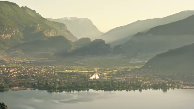 maestoso mountain valley time lapse - valle video stock e b–roll