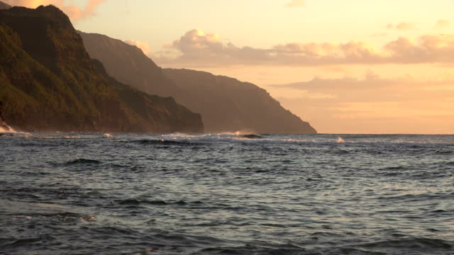 majestic mountains on kauai island coast under sunset - butte rocky outcrop stock videos & royalty-free footage