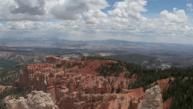 majestic red rock landscape of bryce canyon - bryce canyon stock videos & royalty-free footage