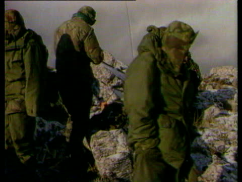 major bill dawson speaking to soldiers / paratroopers march into port stanley falklands war is over on june 14, 1982 in port stanley, falkland islands - 1982 stock videos & royalty-free footage