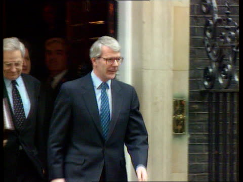 Major calls Blair 'a dimwit' Allan Stewart resigns Redwood supports Major on single currency C4N London Downing Street MS John Major towards out of...