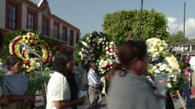 ms major funeral in tetela del volcan / tetela del volcan, mexico - begräbnis stock-videos und b-roll-filmmaterial