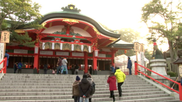A major Japanese shrine on January 4 started to count the money thrown into offertory boxes during the first three days of the new year when tens of...