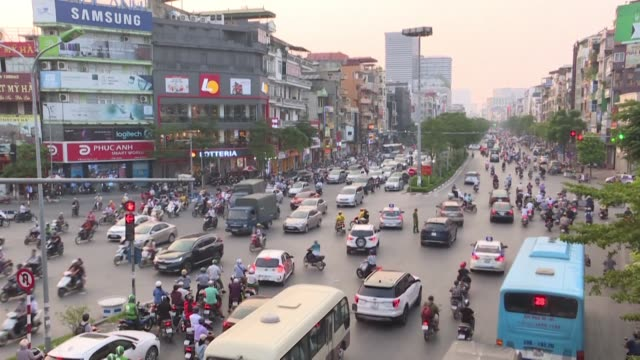vídeos y material grabado en eventos de stock de major mercury leak tap water contamination and alarming levels of air pollution a series of environmental crises in hanoi have sparked fury among... - sparks