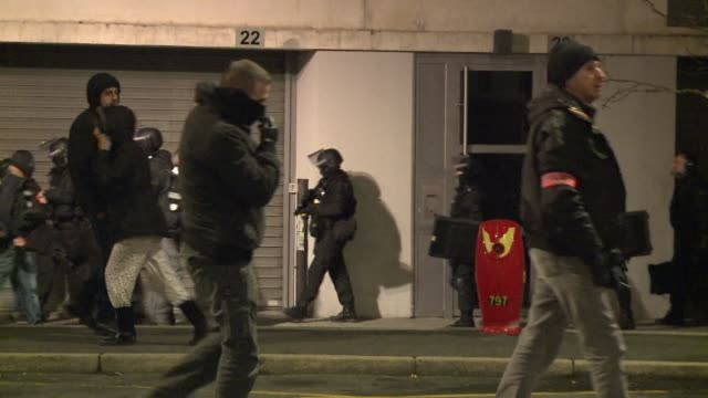 a major police operation to arrest the suspects of the terrorist attack against newspaper charlie hebdo in reims around 2300 according to a specials... - materiale cartaceo video stock e b–roll