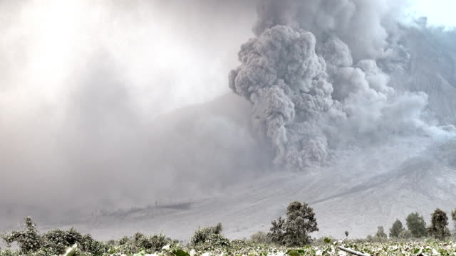 major volcanic eruption and ash cloud at mount sinabung - pyroklastischer strom stock-videos und b-roll-filmmaterial