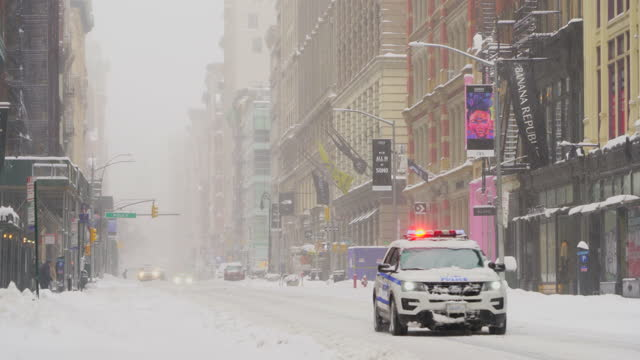 major winter snowstorm hits new york city during the pandemic of covid-19 2021. - broadway manhattan stock videos & royalty-free footage