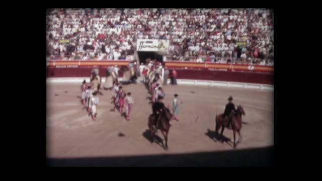 vídeos de stock e filmes b-roll de 1963 majorca bullfight 2 - matadors and horses enter - filme amador